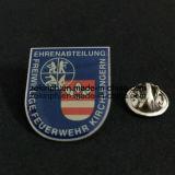Pin impresso personalizado para anunciar o objetivo