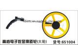 Международное колесо цифрового метра производя съемку аппаратуры измеряя