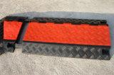赤くおよび黒いRuberケーブルの保護装置