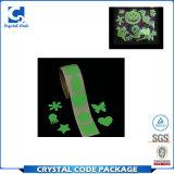 Cortar la etiqueta autoadhesiva luminosa del PVC con tintas del pegamento impermeable