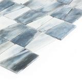 Mattonelle di mosaico domestiche in bianco e nero di vetro macchiato della decorazione