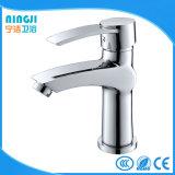 Banho de cromo a poupança de água da torneira moderna