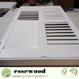 よく白い上塗を施してあるBasswoodのWindowsのプランテーションシャッター