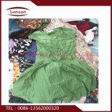Après avoir trié le vêtement utilisé est utilisé pour l'exportation
