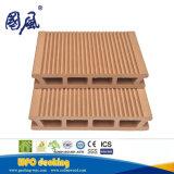 il Decking di plastica di legno del composto WPC di 146*26mm con costruzione ha decorato