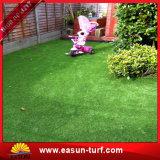 Hierba artificial de la hierba del césped de la decoración sintetizada del jardín para ajardinar