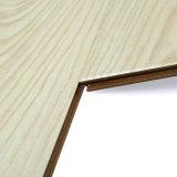 El V-Surco enceró el suelo laminado madera impermeable el repujado con el tecleo de Unilin