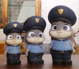 Artesanía Polyresin Cartoon Conejo policía escultura decoración moneda