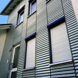 Schiebendes Fenster mit Sicherheits-Rollen-Blendenverschluß