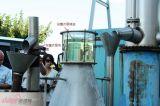 L'olio essenziale della Rosa distilla la macchina