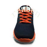 熱い普及した人のスニーカーの偶然靴
