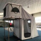Tente campante de toit de famille première avec le matelas