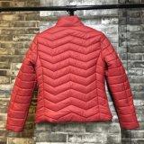 Выстеганные красные вскользь женщины проложили куртку с конкурентоспособной ценой