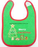 中国の工場農産物はデザインクリスマスによって刺繍された緑の綿のテリーの首の赤ん坊の胸当てをカスタマイズした
