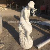 Scultura di marmo della donna del giardino