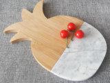 Le bambou planche à hacher avec du marbre