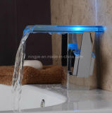 Ningjie Self-Power 3 LED de couleur Cascade robinet eau du bassin en laiton