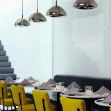 Hotel moderno de vidrio y hierro decoración iluminación interior