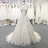 Reizvolle Spitze-Schlüsselloch-Rückseite eine Zeile Brautkleid mit Bogen-Bund-Hochzeits-Kleid