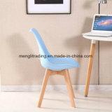 Diseño Nórdico moderno PP blanco silla con patas de haya de madera