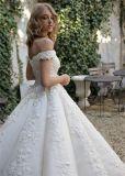 fora dos vestidos de casamento nupciais feitos sob encomenda inchado frisados do laço dos vestidos de esfera do ombro 2018 Lb1821