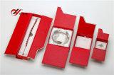 Il colore rosso con il contenitore di monili di carta grigiastro ha impostato con il magnete