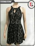 2017人のParty Wear Western Dress卸し売り女性の方法服のセクシーで黒いレースのホールターの美しい女性