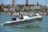 Veículo de fibra de vidro para adultos Barco a motor Sistema de GPS de quatro assentos Barco para o mar