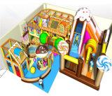 Campo de jogos interno temático dos doces do divertimento do elogio