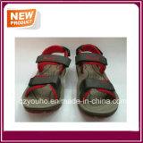 販売のための赤いカラーサンダルの靴