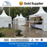 Используется большая группа палатка / склада палатка