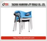大人の使用アーム椅子のプラスチック椅子型