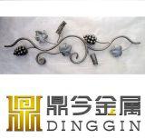 Ornamento de hierro forjado con decoración de la uva
