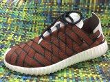 編まれた熱い販売の人および女性の靴の新しいデザイン靴