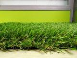 El ajardinar natural de la mirada/hierba artificial del jardín