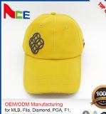 卸し売り昇進の金属板の刺繍100%年のポリエステルファブリックゴルフ帽子
