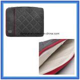 製造業者OEMの耐震性の細いラップトップの袖袋、ジッパーが付いている携帯用ラップトップのブリーフケースを並べる柔らかい毛皮
