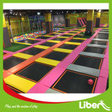 As crianças coloridos trampolim Park Builder