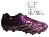 Deux chaussures du football d'enfants d'unité centrale de couleurs
