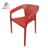 Conception simple Cheap empilable chaise en plastique de salle à manger
