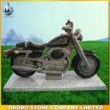La mano ha intagliato il Headstone di pietra di disegno del motociclo