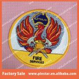 中国Alibabaのカスタム刺繍のパッチによって刺繍されるアップリケのバッジ
