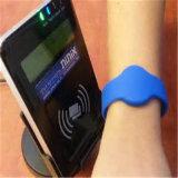 Kundenspezifischer Qualität13.56mhz RFID Wristband Debossed mit Einfüllen