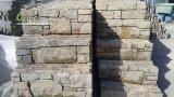 벽을%s 노란 규암 시멘트 뒤 선반 돌