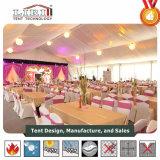 Grande tente de chapiteau de mariage d'usager avec la pleine décoration