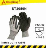 Hppeガラス繊維によって切られる抵抗力がある5 ANSI A5サンディの泡のニトリルの手袋