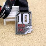 La maratona corrente del premio d'argento antico su ordinazione all'ingrosso personalizza la medaglia di sport