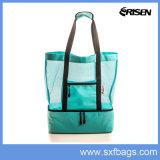 Легкая женская сумка на пляже ячеистой сети