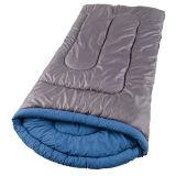 屋外のハイキングの旅行者のキャンプの寝袋