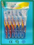 Super weicher Gummi mit Tongu Reinigungsmittel mit OPP Beutel-Verpackungs-Erwachsen-Zahnbürste